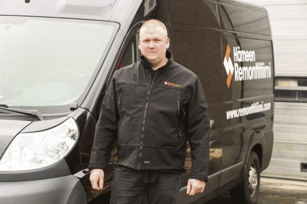 Yrittäjä Janne Vilén perusti Hämeen Remonttitiimin vuonna 2011. Saneerauksiin erikoistunut yritys on kasvanut noin kymmenen henkilön firmaksi.