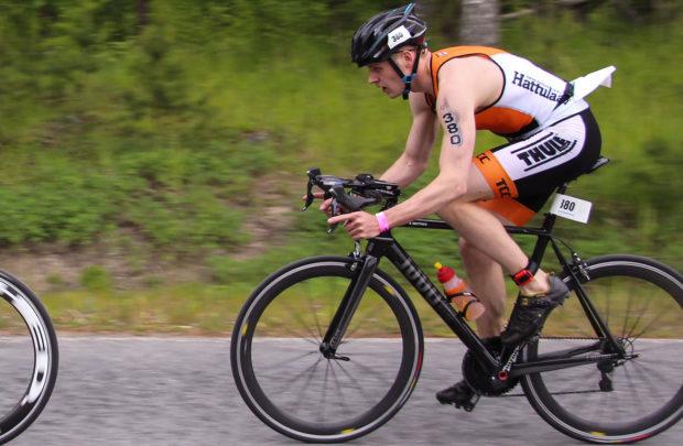 Vauhdinpito pyörällä ei ole ollut Olli Miettiselle ongelma. Uusi haaste on vauhdin ja matkan yhdistäminen triathlonin täysmatkalla.