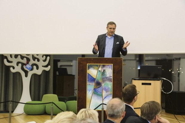 Suomen Yrittäjien toimitusjohtaja Mikael Pentikäinen pitää kunnanjohdon suhtautumista yrityksiin keskeisenä tekijänä siinä, haluaako yritys sijoittua tiettyyn kuntaan ja pysyä siellä.