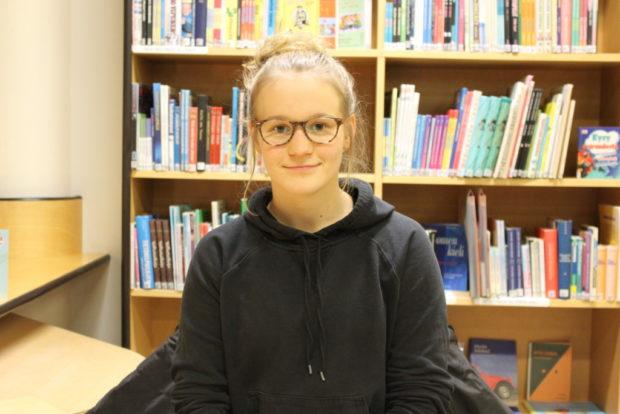 Anni Heikkilä tähtää pitkälle pesäpallossa.