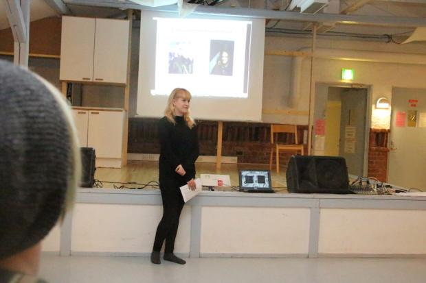 Julia Koskimies esitteli ideaa Quill-lehden julkaisemiseksi.