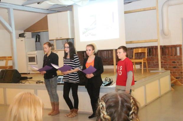 Parolan yhteiskoulun oppilaskunta esitteli suunnitelmiaan usean henkilön voimin.