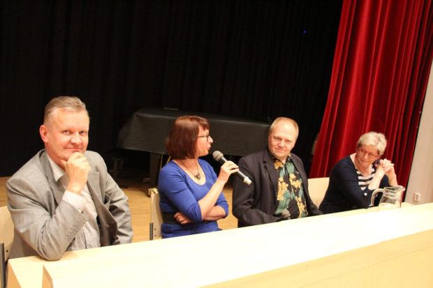 Kai Ekholm, Pauliina Susi, Tapani Bagge ja Heleena Lönnroth olivat dekkari-illan kirjailijavieraat.